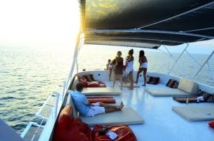 Phuket-Yacht-Party-8